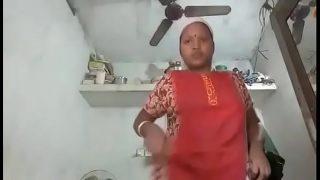 तमिल आंटी ने यार के साथ न्यूड सेल्फिे ली