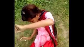 कॉलेज बंक कर के लड़की ने चूत मरवाई पार्क मे