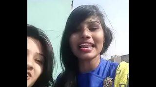 2 देसी लड़किया हिन्दी मे गालिया दे रही हे